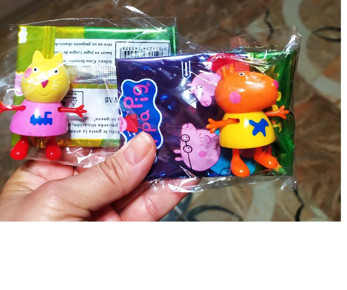 ВЫКУПЛЕНО Фигурка + набор карточек в пакете герои мультфильма Свинка Пеппа (ассорти)